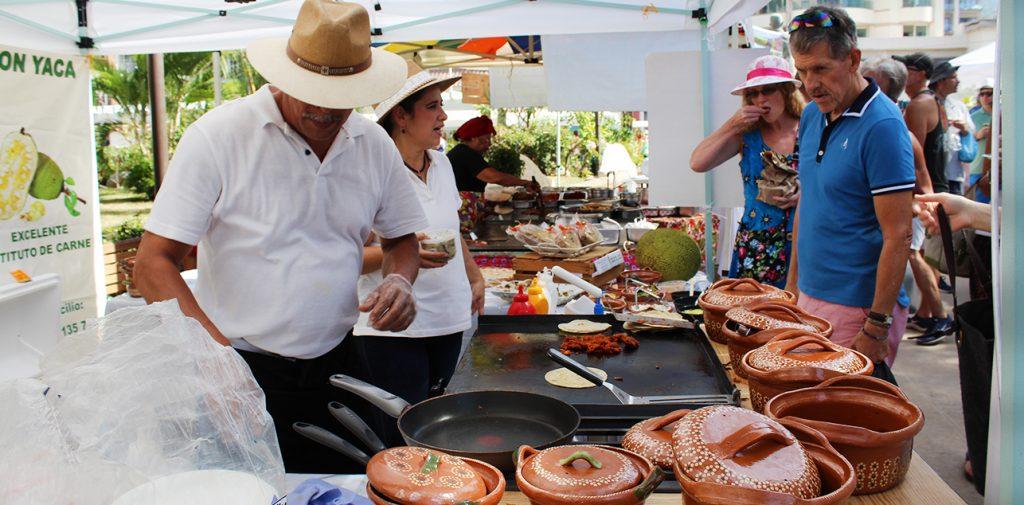 Area de comida en Olas Altas Farmers Market